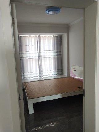 (城东片区)莱弗广场3室2厅1卫1300元/月120m²出租