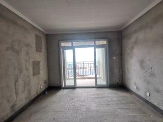 (城东片区)东方名城3室2厅1卫57万105m²出售,边户纯毛坯可自由装修,采光刺眼